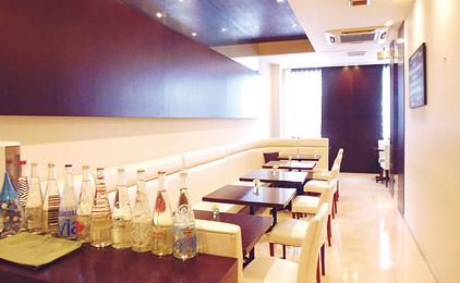 レストラン 三木ドゥーブルホールスタッフ〔接客、配膳など〕画像