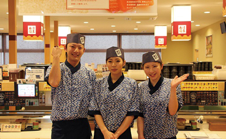 はま寿司 松山鷹子店フロア、キッチン、鮮魚切り付け画像