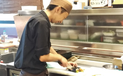まわる旬のすし 鮨庭キッチンスタッフ〔すし製造〕画像
