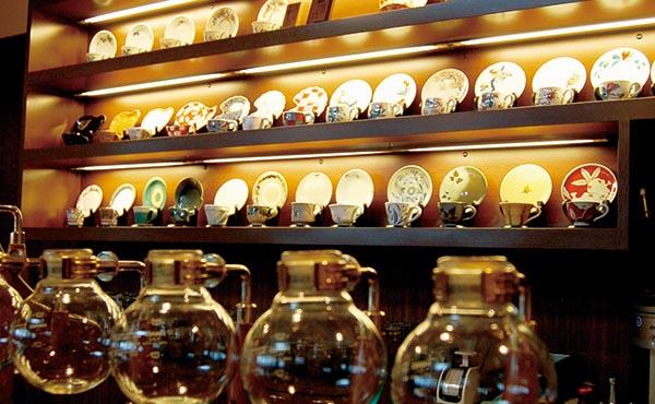 中国テレホン株式会社 十三軒茶屋 飲食部未経験者歓迎のオシャレなカフェスタッフ画像