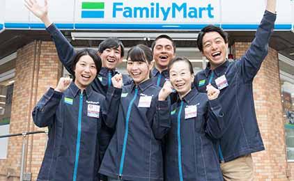 ファミリーマート 岡山目黒町店コンビニスタッフ画像