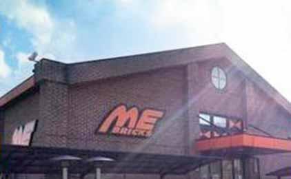 パーラーメトロ・エムイーブリクス・スロット倶楽部メトロ4月1日から禁煙のパチンコ店ホール・カウンタースタッフ画像
