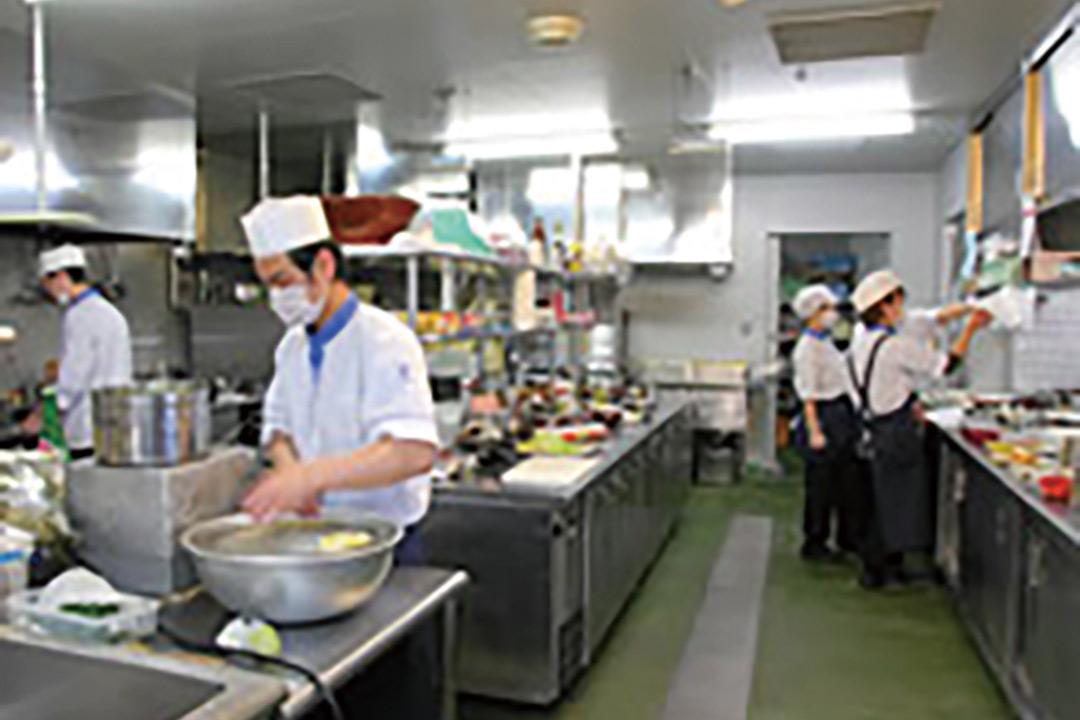一冨士フードサービス株式会社幼児施設での調理補助画像