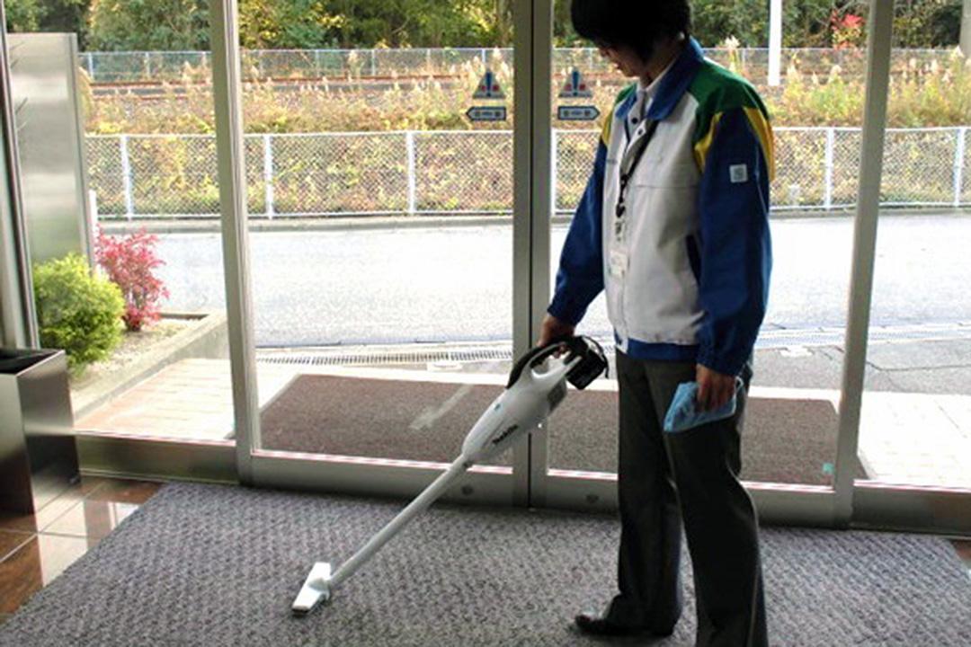 株式会社 ビークルーエッセ清掃スタッフ〔未経験OK/午前中の勤務〕画像